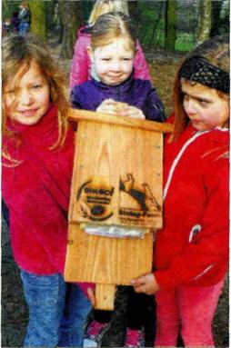 Nistkästen aufgehängt – Aktion von Schülern und Jägern in Dörpen