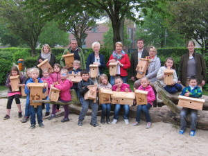Das Foto zeigt die Kinder der Kl. 1e der GS Werlte, Kathrin Heermann (v.l.), Hans Schürmann, Melanie Morchner, die stellv. Schulleiterin Anke König, den Vorsitzenden des BF Thomas Schomaker, Andrea Flickner . (Foto: GSW)