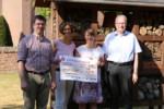 Sparkasse Emsland spendet 6 000 Euro für Insektenhotels und Blühflächen